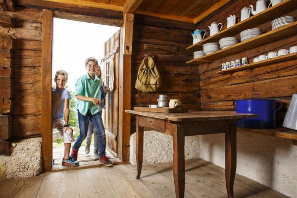 Kinder auf Entdeckunstour an der Glentleiten