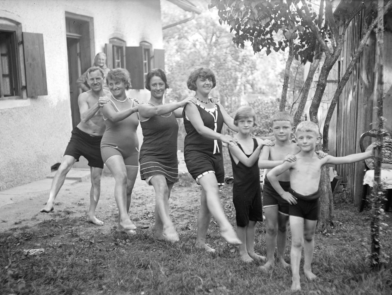 Nach Krieg und Inflation suchte die Bevölkerung wieder nach Vergnügungen: Familie in Badebekleidung, 1928